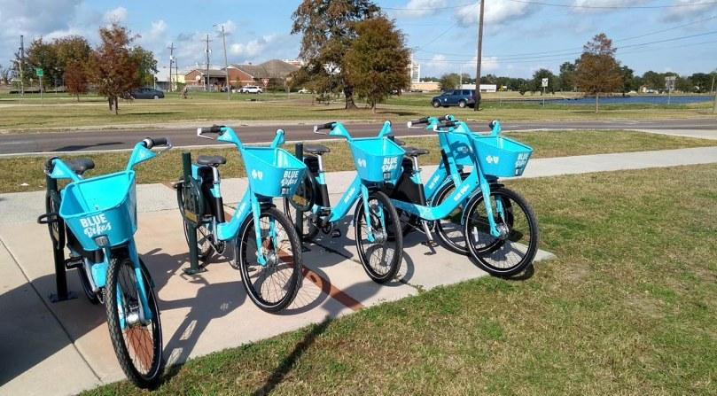 blue-bikes-rollout-2017dec5-parkway